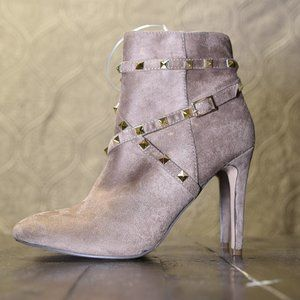 🤍Beige Studded Pointed Toe Boot